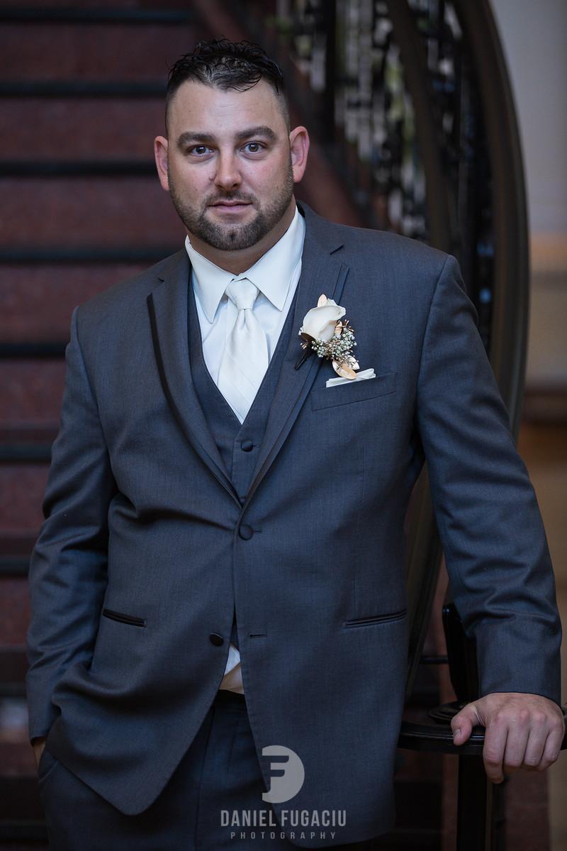 Daniel_Fugaciu_Photography_Liz_Rob_Real_Weddding_April_Lynn_Designs_The_Merion_New_Jersey_Brugundy_Gold_Wedding10-2