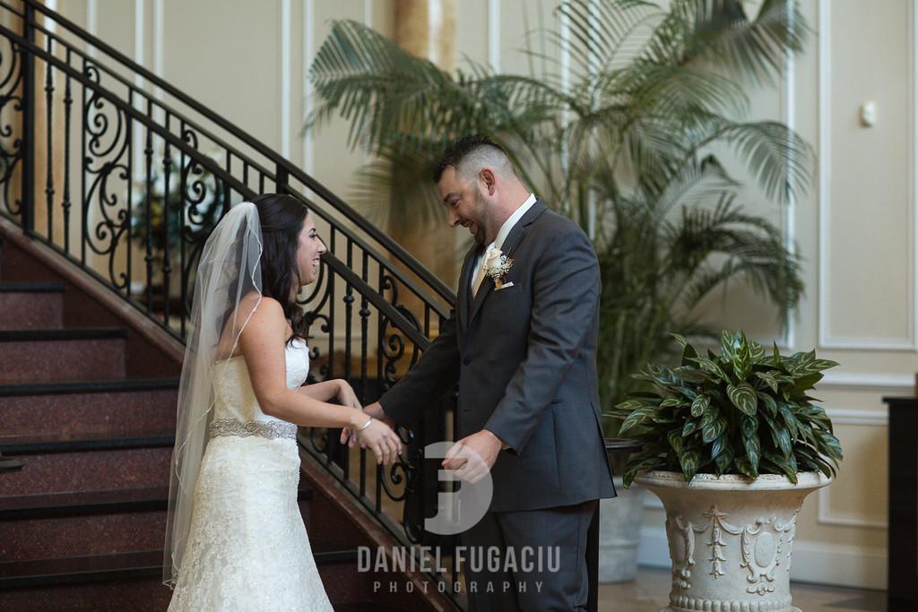 Daniel_Fugaciu_Photography_Liz_Rob_Real_Weddding_April_Lynn_Designs_The_Merion_New_Jersey_Brugundy_Gold_Wedding12