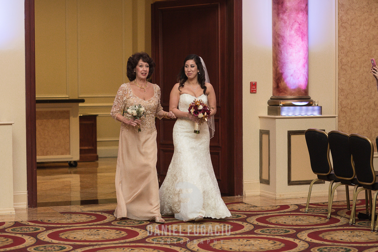 Daniel_Fugaciu_Photography_Liz_Rob_Real_Weddding_April_Lynn_Designs_The_Merion_New_Jersey_Brugundy_Gold_Wedding20-2