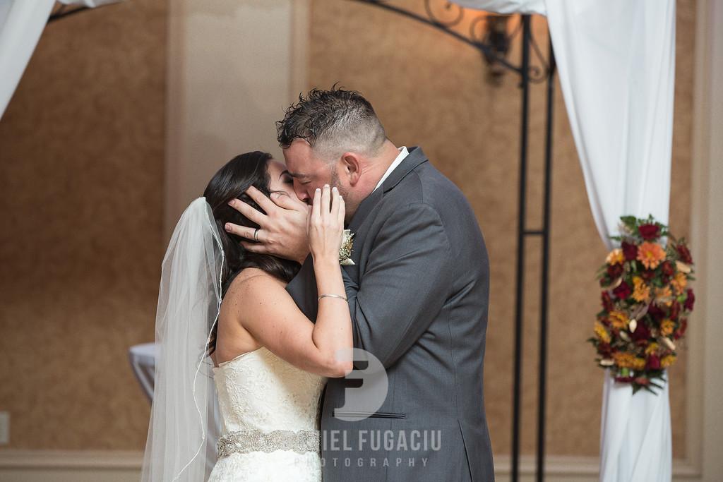 Daniel_Fugaciu_Photography_Liz_Rob_Real_Weddding_April_Lynn_Designs_The_Merion_New_Jersey_Brugundy_Gold_Wedding22