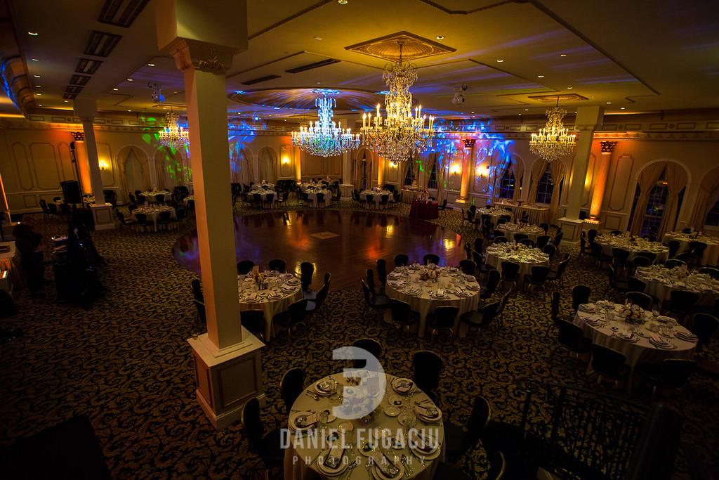 Daniel_Fugaciu_Photography_Liz_Rob_Real_Weddding_April_Lynn_Designs_The_Merion_New_Jersey_Brugundy_Gold_Wedding24