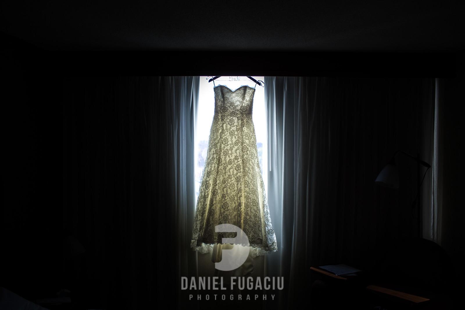 Daniel_Fugaciu_Photography_Liz_Rob_Real_Weddding_April_Lynn_Designs_The_Merion_New_Jersey_Brugundy_Gold_Wedding3