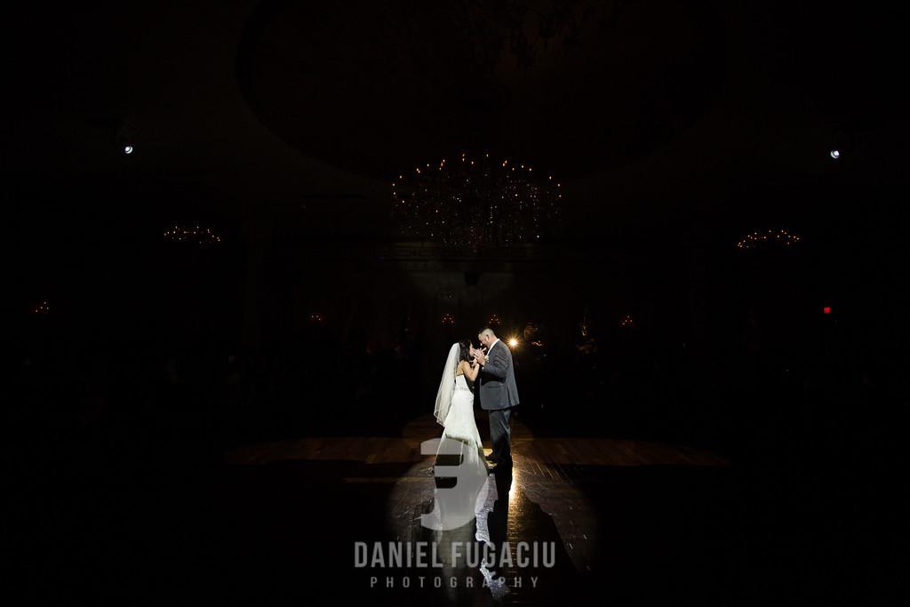 Daniel_Fugaciu_Photography_Liz_Rob_Real_Weddding_April_Lynn_Designs_The_Merion_New_Jersey_Brugundy_Gold_Wedding36