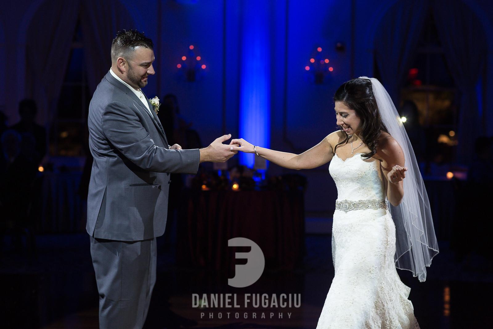 Daniel_Fugaciu_Photography_Liz_Rob_Real_Weddding_April_Lynn_Designs_The_Merion_New_Jersey_Brugundy_Gold_Wedding38