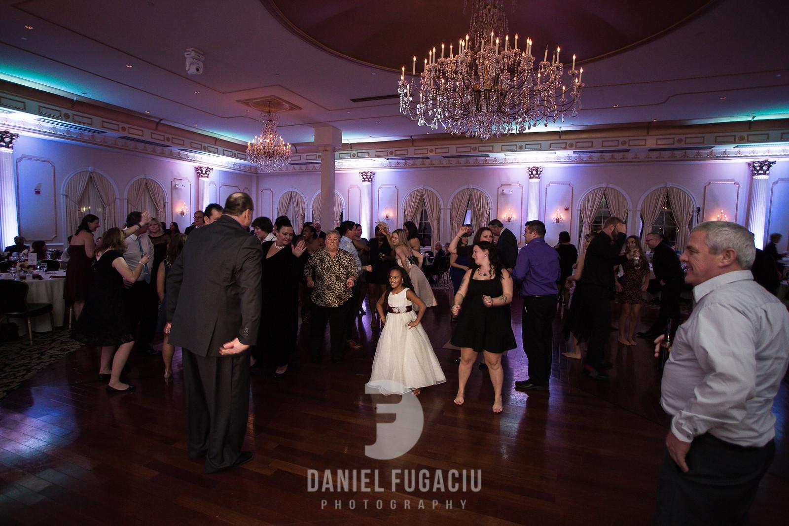Daniel_Fugaciu_Photography_Liz_Rob_Real_Weddding_April_Lynn_Designs_The_Merion_New_Jersey_Brugundy_Gold_Wedding41