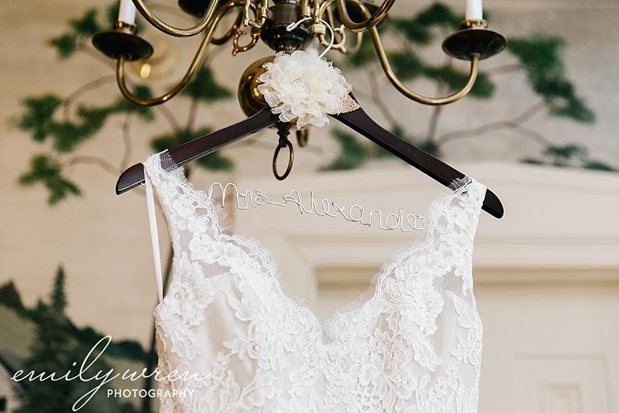 Emily_Wren_Photography_April_Lynn_Designs_Ash_Mill_Farm_Jill_John_October_Rustic_Wedding_Flannel_Farm_Sheep_Holicong_New_Hope012