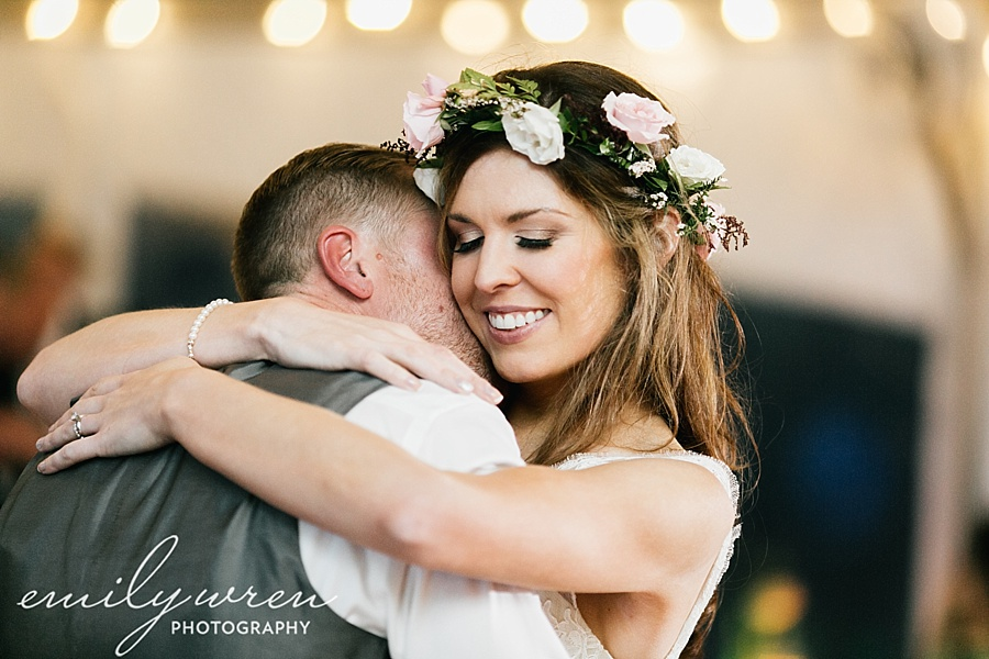 Emily_Wren_Photography_April_Lynn_Designs_Ash_Mill_Farm_Jill_John_October_Rustic_Wedding_Flannel_Farm_Sheep_Holicong_New_Hope203