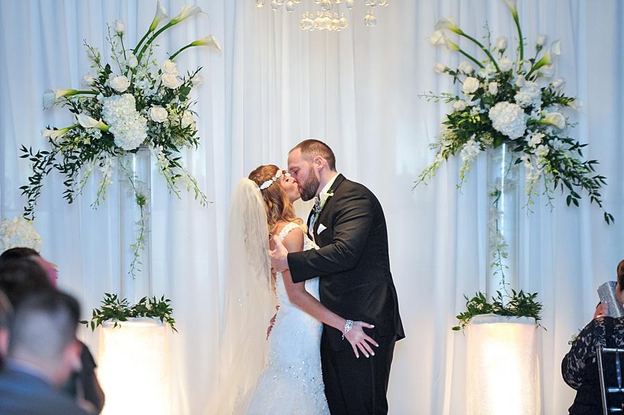 Tendenza wedding with custom wedding stationery by April Lynn Designs | www.aprillynndesigns.com