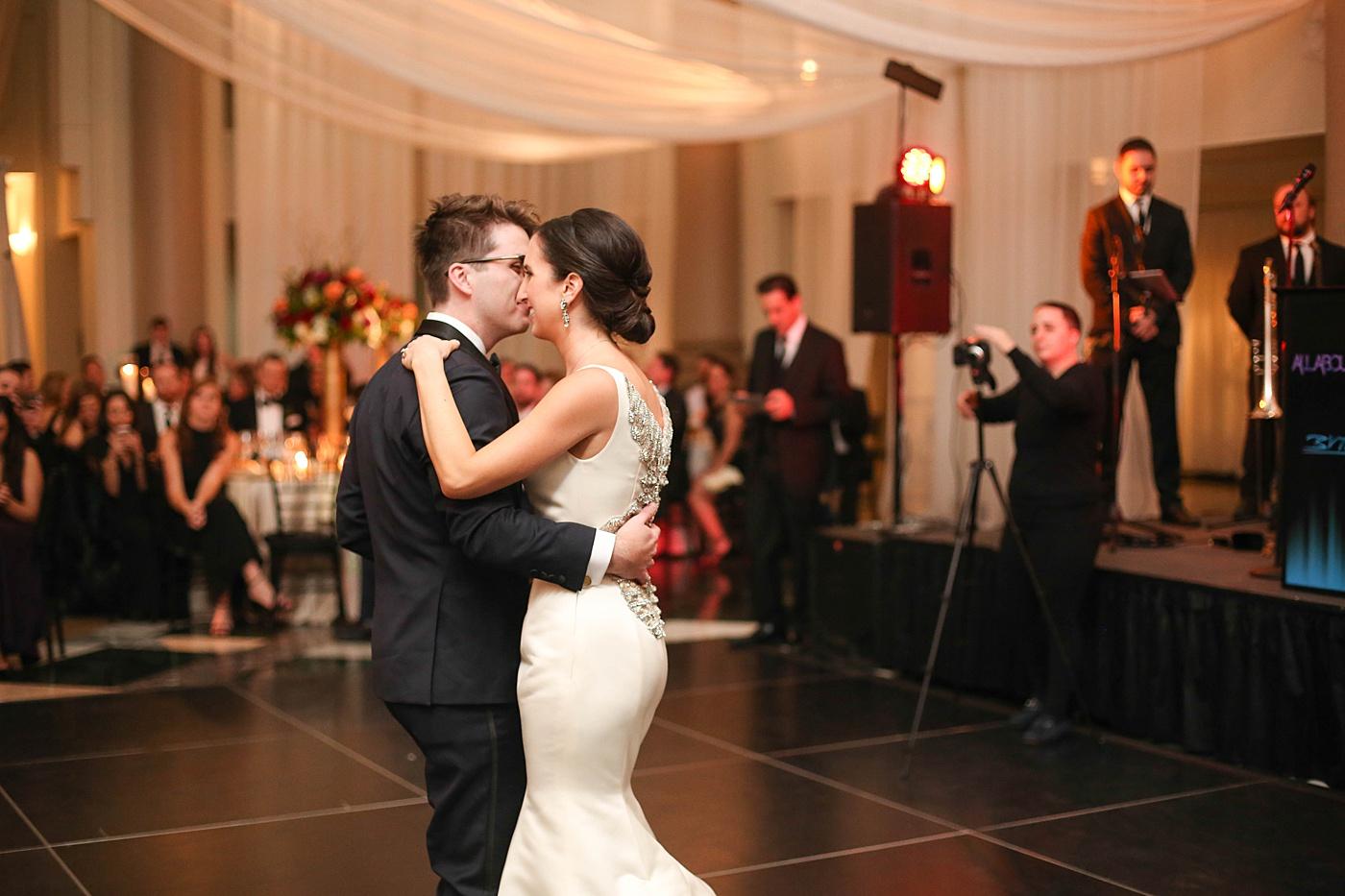Chic Minimal Black and Gold Luxury Philadelphia Wedding | www.aprillynndesigns.com