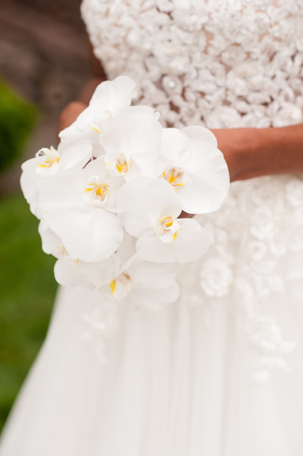 MunaLuchi Bride Magazine Feature Modern Elegance Styled Shoot | www.aprillynndesigns.com